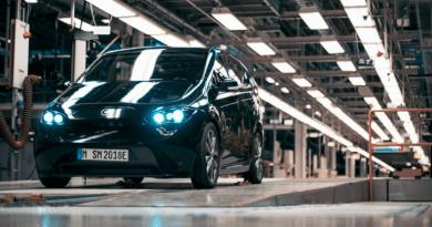 Sono Motors breaks cash preorders for flagship vehicle